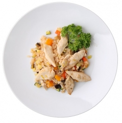 arroz integral con pollo, calabacín y zanahoria