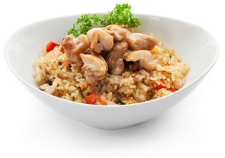 Arroz con menestra de verduras y pollo