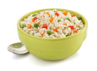 Arroz hervido con verduras y guisantes
