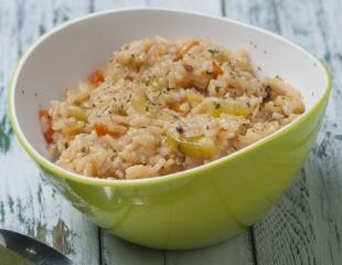 arroz integral salteado con calabacín, zanahoria y semillas