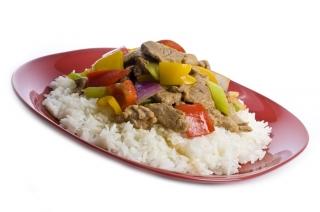 Arroz hervido con verduras y ternera