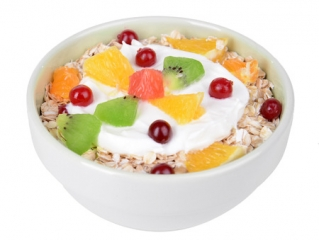 Avena con yogurt natural y fruta