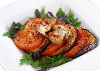 Berenjena a la plancha con queso y tomate