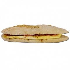 Bocadillo de tortilla francesa y jamón