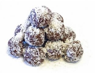 bolitas de coco con chocolate negro y frutos