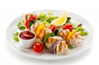 Brocheta de pollo y verduras