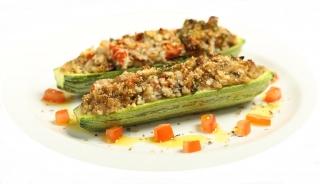 Calabacin relleno de nueces y verduras