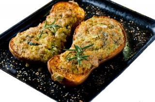 Calabaza rellena de verduras y pollo