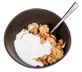 Cereales integrales con yogurt natural