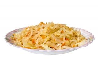 Ensalada de col y zanahoria con ajos fritos
