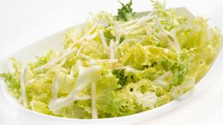 Ensalada de escarola con queso fresco desnatado