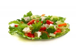 Ensalada de vegetales y queso fresco