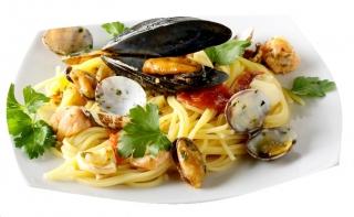 Espaguetis con almejas y mejillones