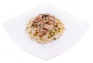 espaguetis con atun y cebolla
