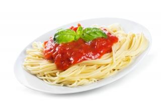 Espaguetis con tomate frito