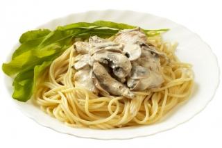 Espaguetis integrales con setas y pollo