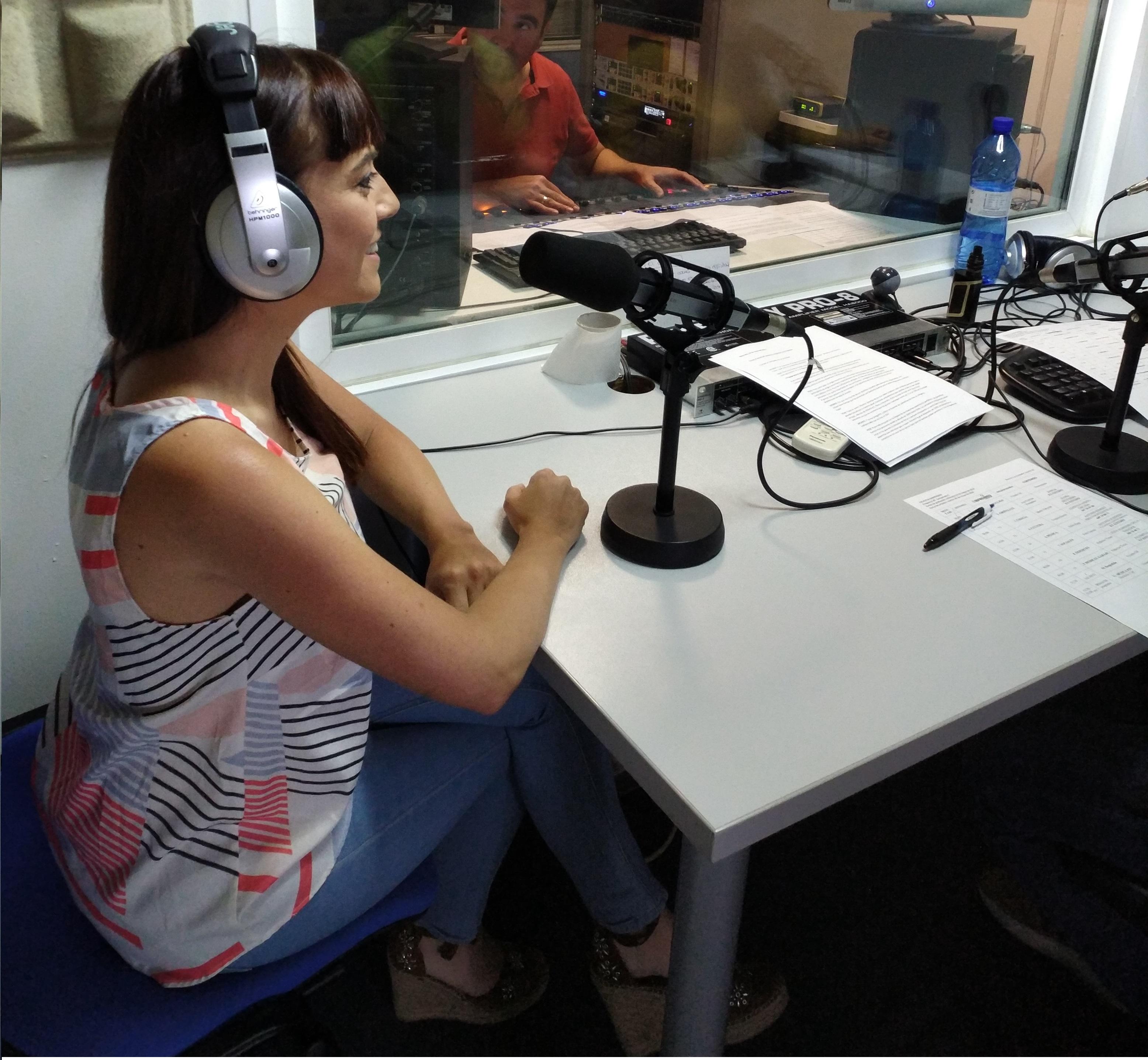 foto Eloisa Bocanegra en la radio