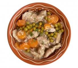 Pollo guisado con guisantes y zanahoria