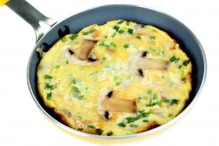 Huevos rotos con champiñones y puerro