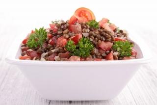ensalada de lentejas y vegetales