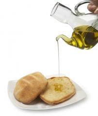 Mollete con aceite y queso fresco