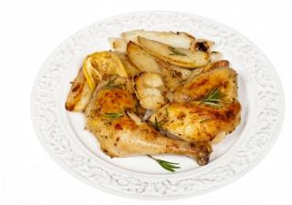 Muslo de pavo al horno con patatas y cebolla