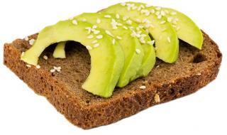pan de espelta con aguacate