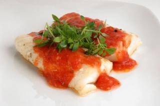 Rape en salsa de tomate (en microondas)