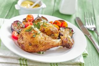 Muslo de pollo al horno con verduras