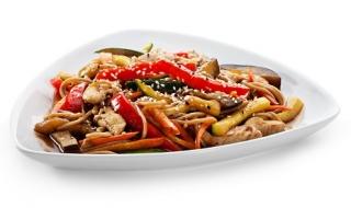 pollo salteado con verduras al estilo oriental