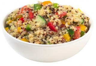 quinoa aliñada con pepino y pollo
