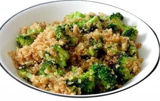 Quinoa con brócoli y pollo
