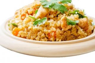 Quinoa con verduras al vapor y pollo