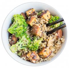 Quinoa con brócoli y tofu