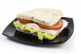 Sándwich de pavo y vegetales