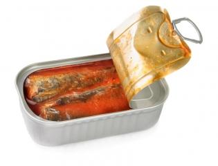 Sardinas en salsa de tomate en conserva