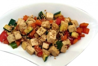 Tofu con verduras en salsa de soja