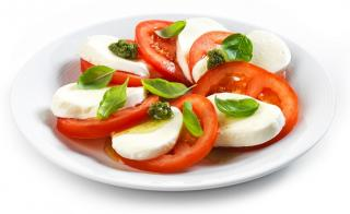 tomate aliñado con mozzarella light