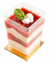 yogur con nata y mermelada