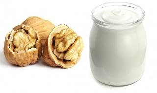 Yogur natural y nueces