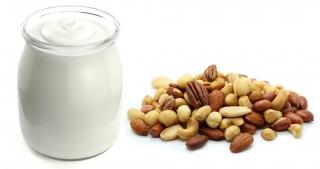 Yogur y frutos secos variados
